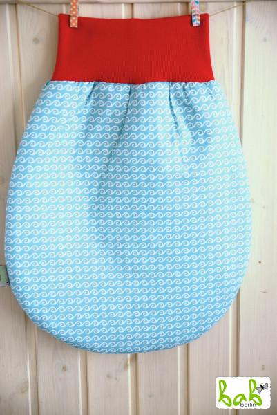 Strampelsack Baby 0-6 Monate Pucksack Schlafsack gefüttert oder ungefüttert in Hellblau Wellen