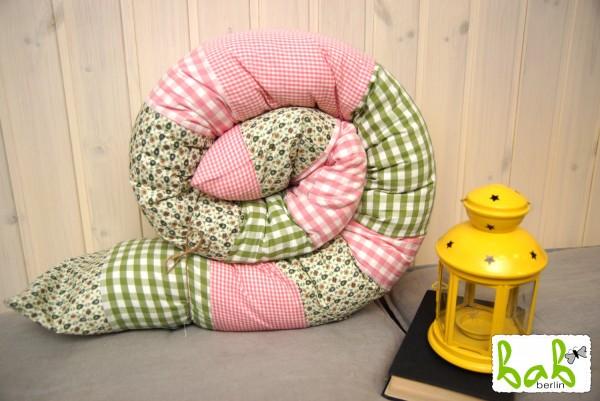 Puckschnecke, Baby Nestchen, Bettrolle in Rosa/Grün 200 cm lang abnehmbar