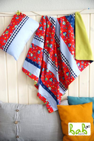 Babydecke mit Kissen, Kinderdecke, Patchworkdecke in Blau Rot Grün mit Eulen
